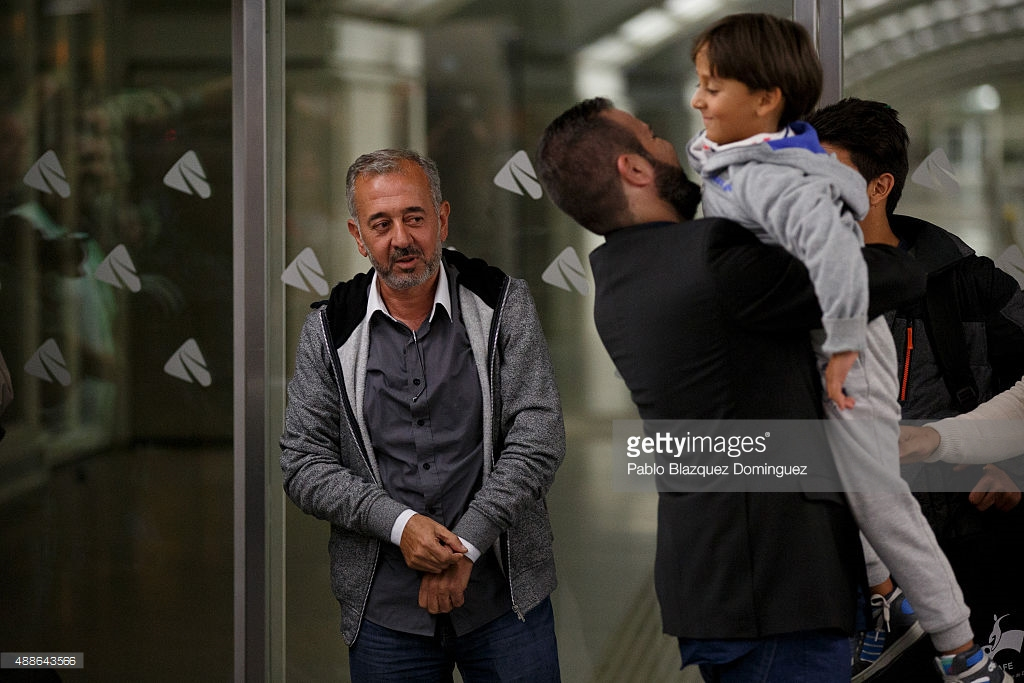 syrian-refugee-osama-abdul-mohsen-arrive-to-atocha-train-station-as-picture-id488643566